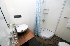 Theia - Bathroom - DUNE - Maldives diving cruise